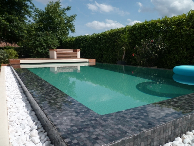 Piscine d bordement beton for Article piscine